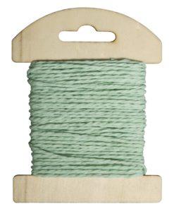 Papierkordel auf Holzkarte in mintgrün