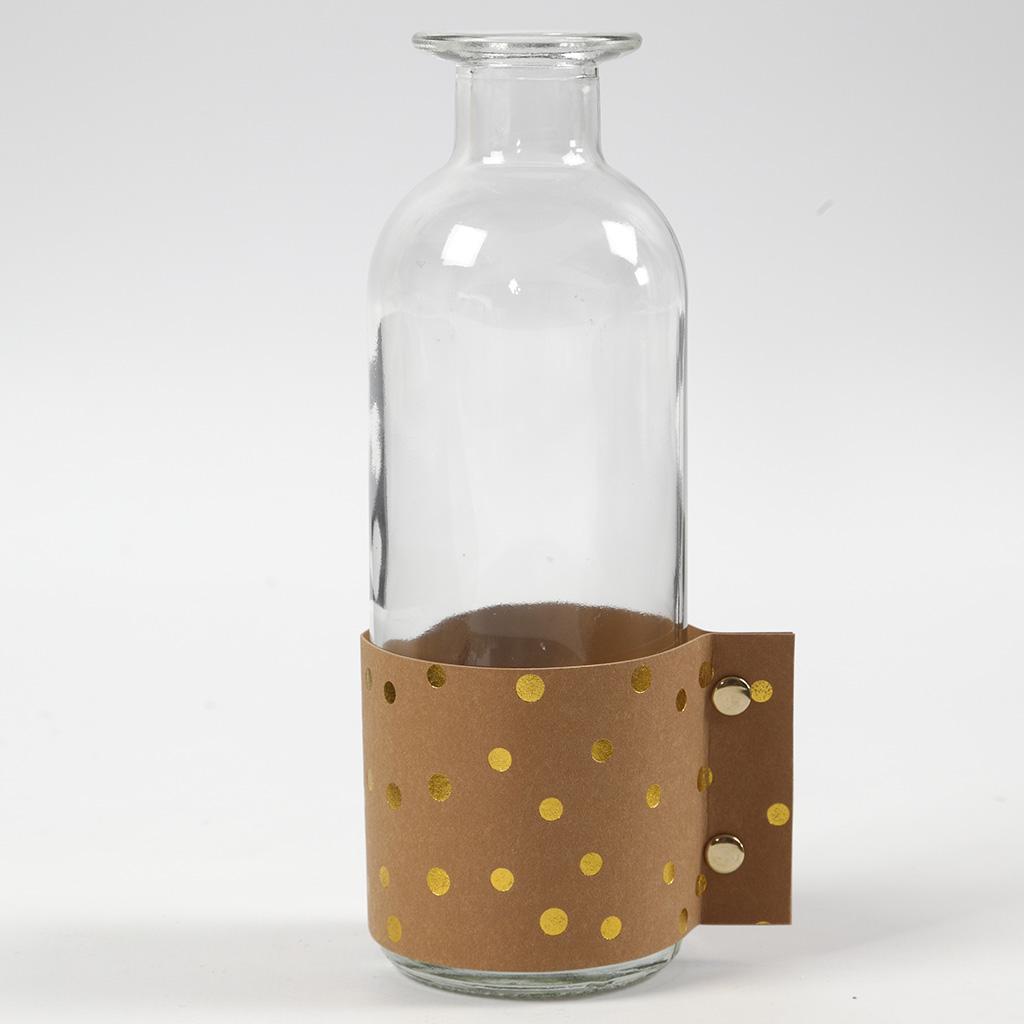 Die fertig dekorierte Glasflasche.