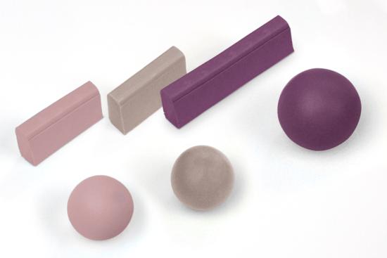 Fimo-Kugeln und Fimu-Stränge für den Schllüsselanhänger.