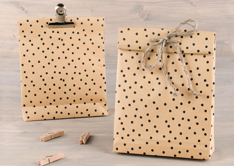 2 Geschenktüten aus Kraftpapier.