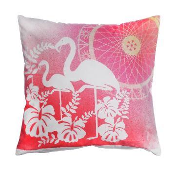 1 Kissen mit 2 Flamingos.