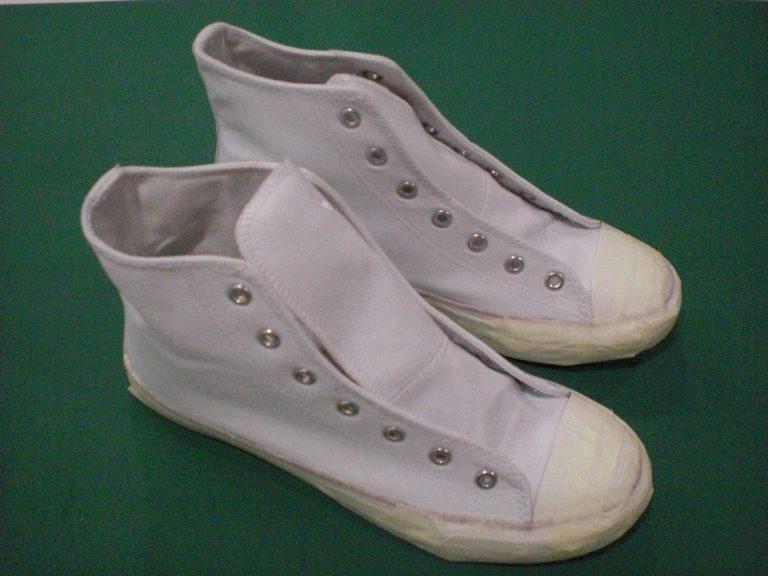 Sneaker vorbereitet zum Besprühen im Streeart Style.
