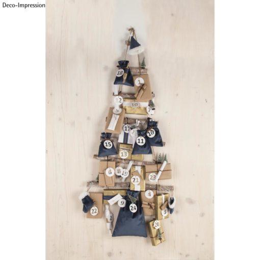 Holzleiter mit Geschenktüten