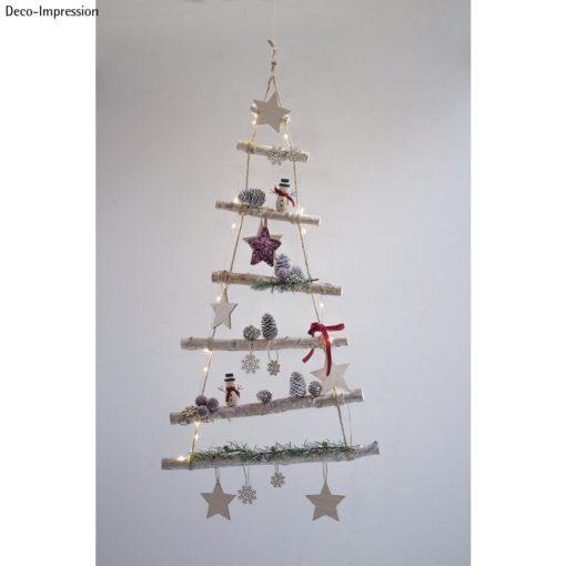 Holzleiter mit Weihnachtsdeko