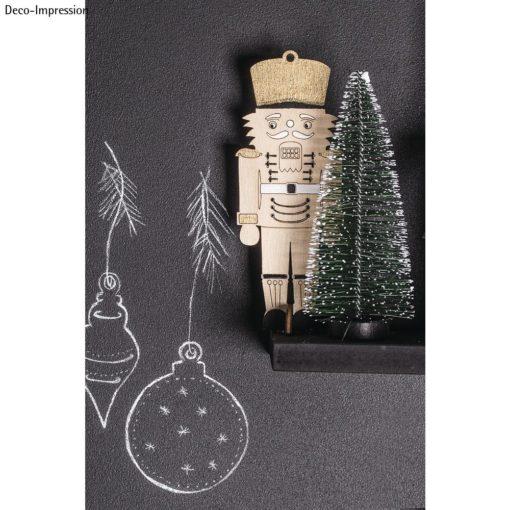 Holz-Nussknacker und Tannenbaum