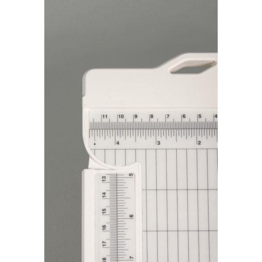 Papierschneide- und Falzmaschine
