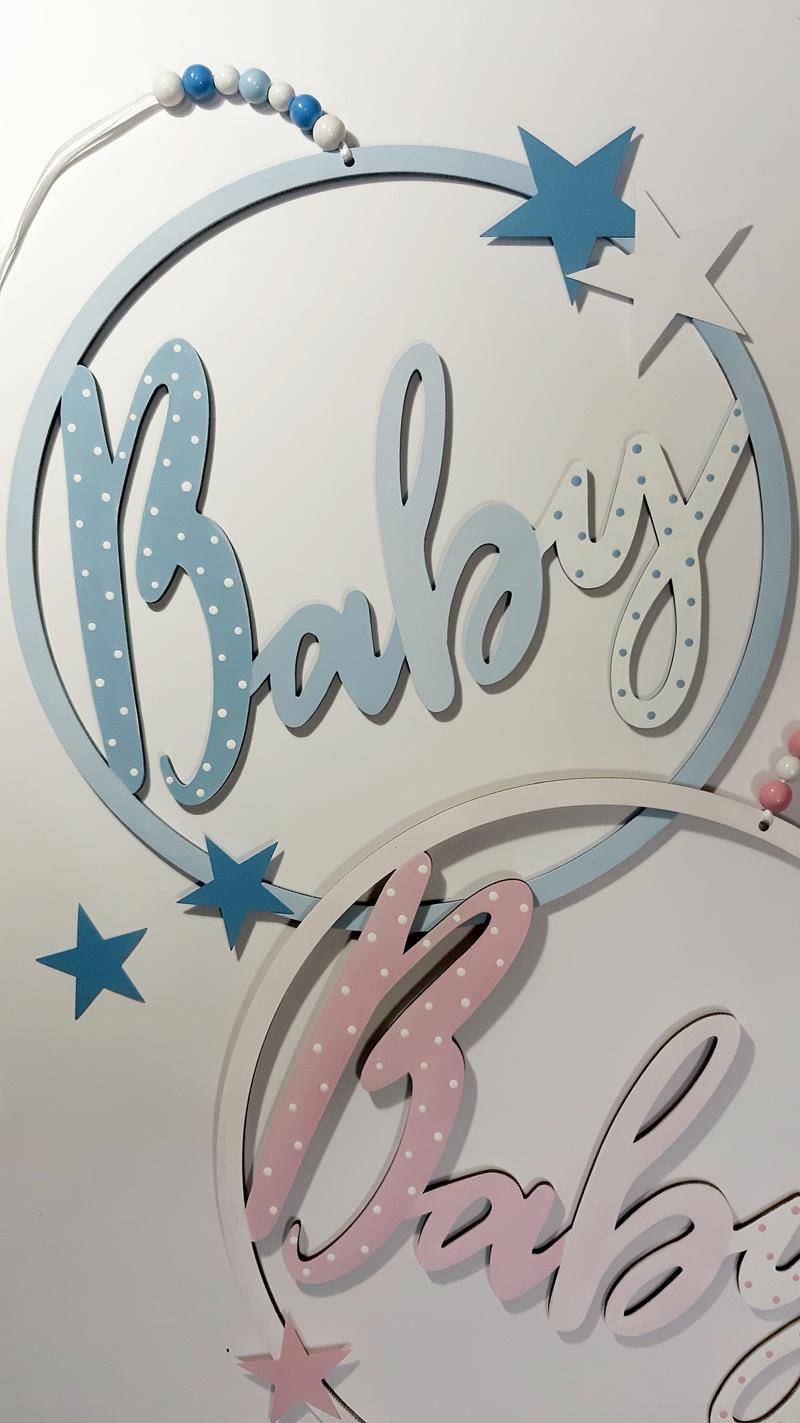 2 fertig bemalte Holz Kränze in hellblau und rosa fürs Baby.