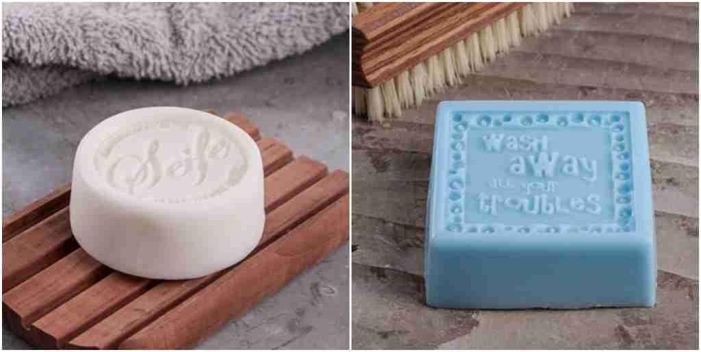 2 Seifenstücke zum Händewaschen.