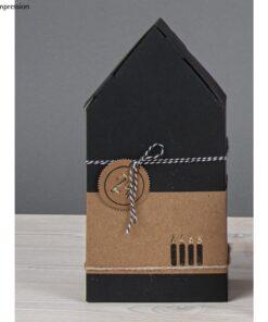 Schwarzes Haus als Schachtel zum Befüllen