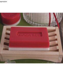 Seife auf Holzablage