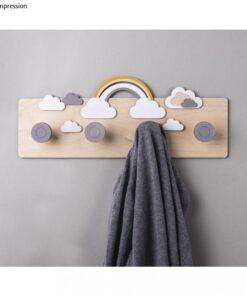 Holz Garderobe mit Wolken und Regenbogen