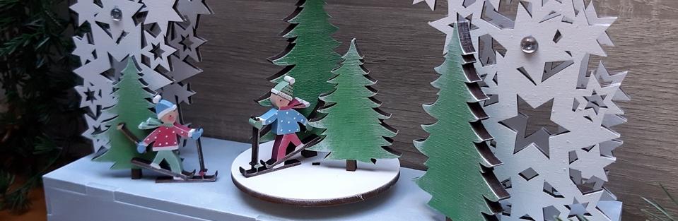 Tannen und Skifahrer aus Holz