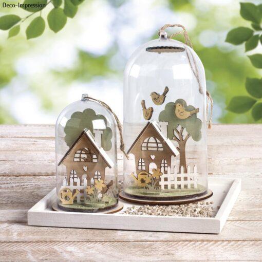 gestalteter Holzbausatz mit Gartenhäuschen