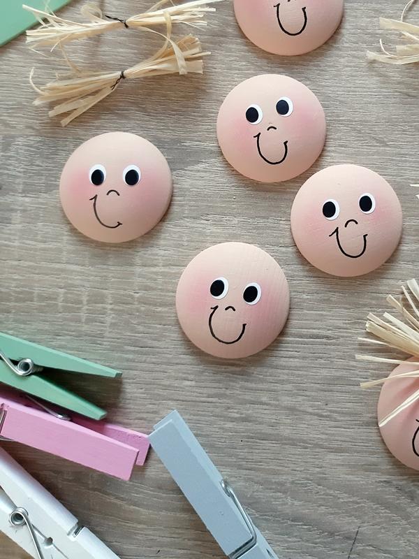 Gesichter aus Holzplatinen für Verschlussklammern