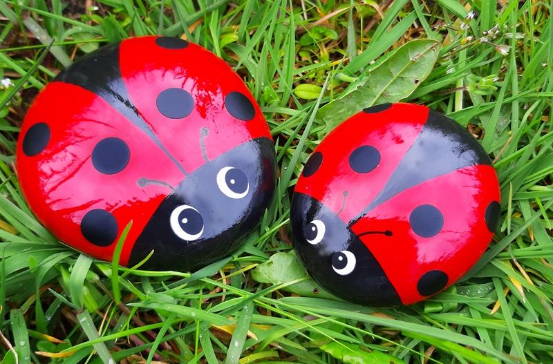 Zwei Marienkäfer aus Beton