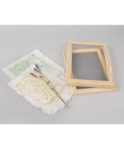 Papierschöpfrahmen und handgeschöpftes Naturpapier
