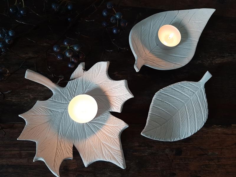 3 Blätter als Schalen aus Modelliermasse mit Teelichte