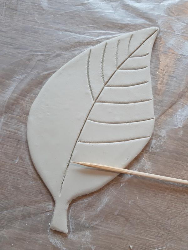 Blatt aus Modelliermasse für Schalen und Ablagen