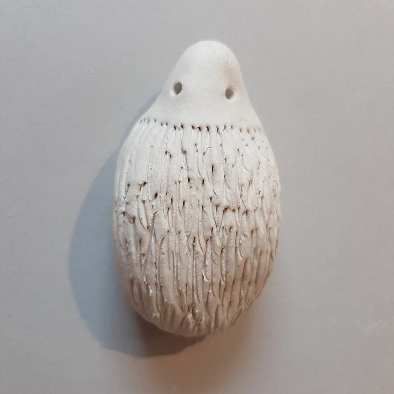 Igel aus Modelliermasse wird geformt