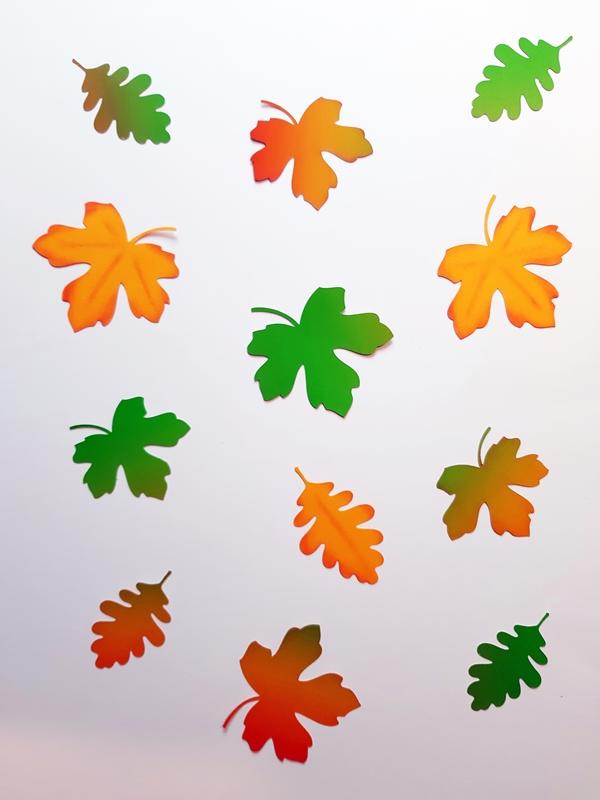 Bunte Blätter aus Bastelpapier