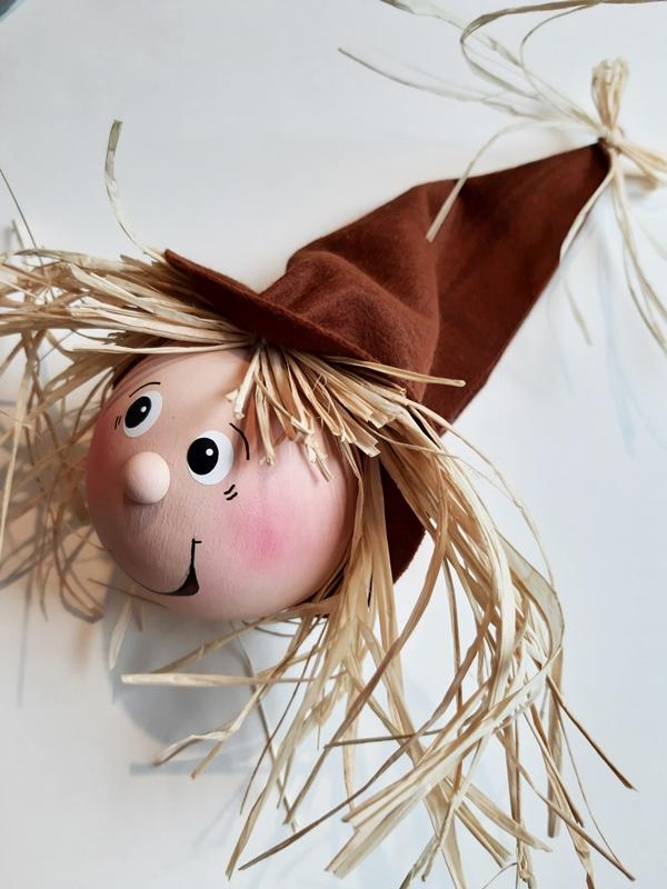 Kopf vom Herbst-Wichtel mit einer Mütze aus Filz